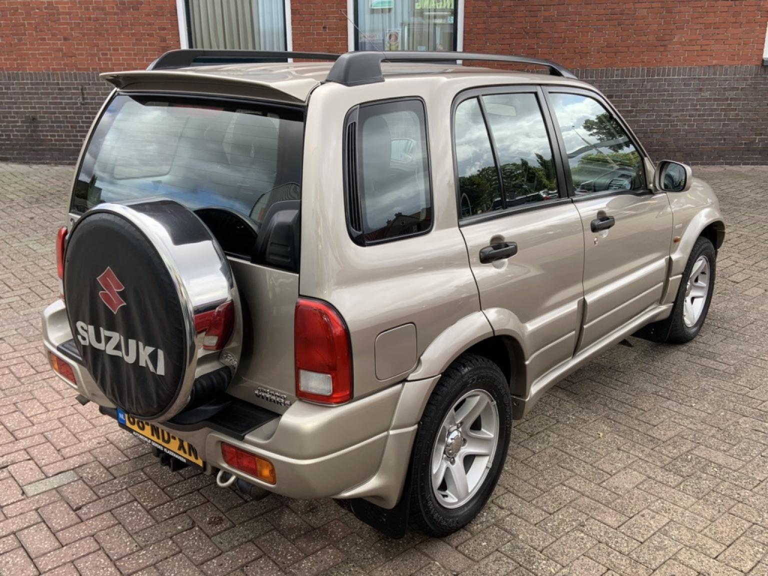 Suzuki-Grand Vitara-12